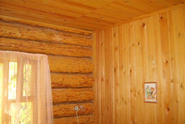Ошибка строителей: каркасная перегородка начала поднимать потолок.