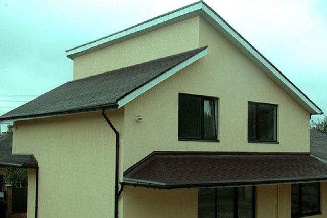 Кровля дома на фото – многоскатная крыша построенная по технологии односкатных крыш.