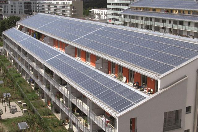 Лучшее место для солнечных панелей. Южная часть крыши – вся крыша.