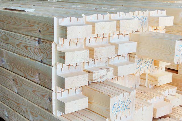 Заводской комплект для сборки дома из профилированного бруса. Все узлы соединения уже сделаны.