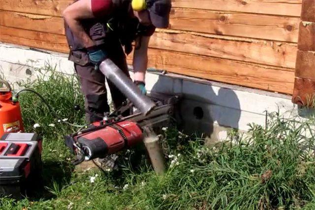 Ошибка на стадии изготовления фундамента. Оставить отверстия для вентиляции подпола строители забыли.